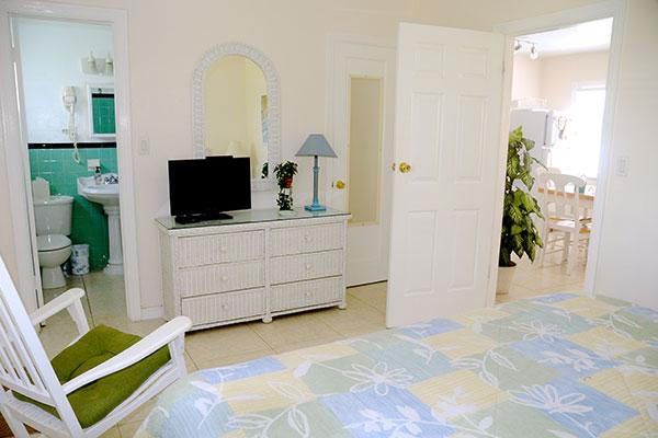 https://z0sqrs-a.akamaihd.net/2574-superiorsmalllodging/600x400_images/Bahama_Beach_Club/07-Bedroom_7194.jpg
