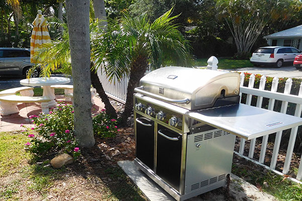 https://z0sqrs-a.akamaihd.net/2574-superiorsmalllodging/600x400_images/Bahama_Beach_Club/B-BBQ_4966.jpg