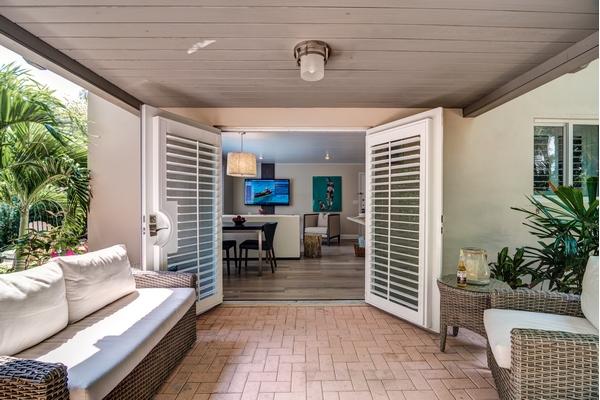 https://z0sqrs-a.akamaihd.net/2574-superiorsmalllodging/600x400_images/Cranes_Beach_House_Boutique_Hotel_and_Luxury_Villas/Villa%207%20Patio%20(Copy).jpg