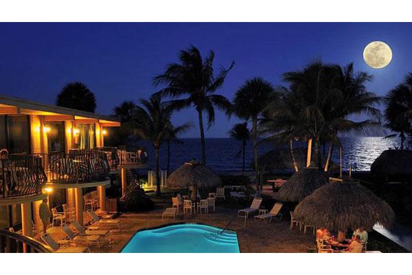 https://z0sqrs-a.akamaihd.net/2574-superiorsmalllodging/600x400_images/High_Noon_Beach_Resort/id_006.jpg