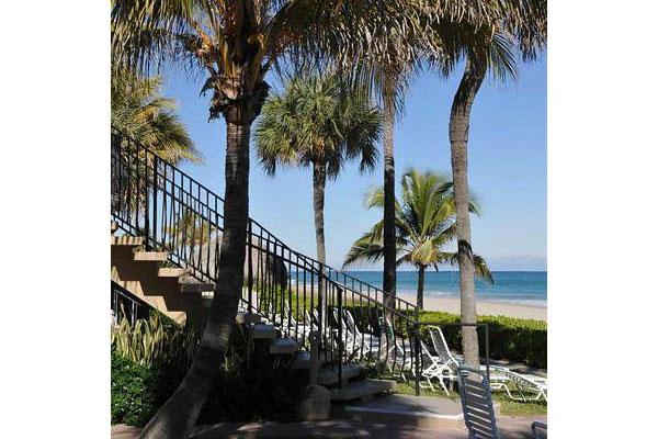 https://z0sqrs-a.akamaihd.net/2574-superiorsmalllodging/600x400_images/High_Noon_Beach_Resort/id_010.jpg
