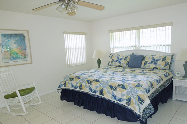 https://z0sqrs-a.akamaihd.net/2574-superiorsmalllodging/600x400_images/Pelican_Place/09-PelAbedroom.jpg
