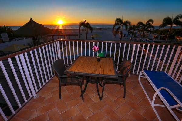 https://z0sqrs-a.akamaihd.net/2574-superiorsmalllodging/600x400_images/Plaza_Beach_Hotel_Beachfront_Resort/095%20(Copy).jpg