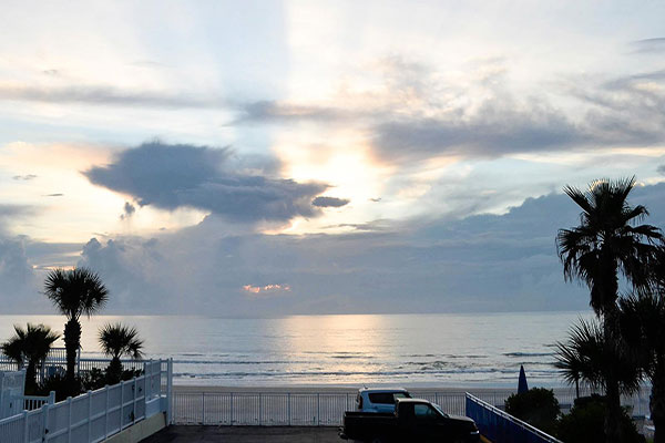 https://z0sqrs-a.akamaihd.net/2574-superiorsmalllodging/600x400_images/Sea_Shells_Beach_Club/id_005.jpg