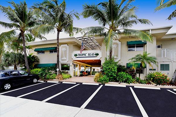 https://z0sqrs-a.akamaihd.net/2574-superiorsmalllodging/600x400_images/Tropic_Seas_Resort/id_005.jpg