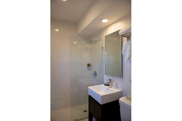https://z0sqrs-a.akamaihd.net/2574-superiorsmalllodging/Hotel_Sheldon/id_004%20(Copy).jpg