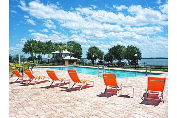 https://z0sqrs-a.akamaihd.net/2574-superiorsmalllodging/Key_West_Resort_on_Lake_Dora/Key%20West_poolside%20(Copy).jpg