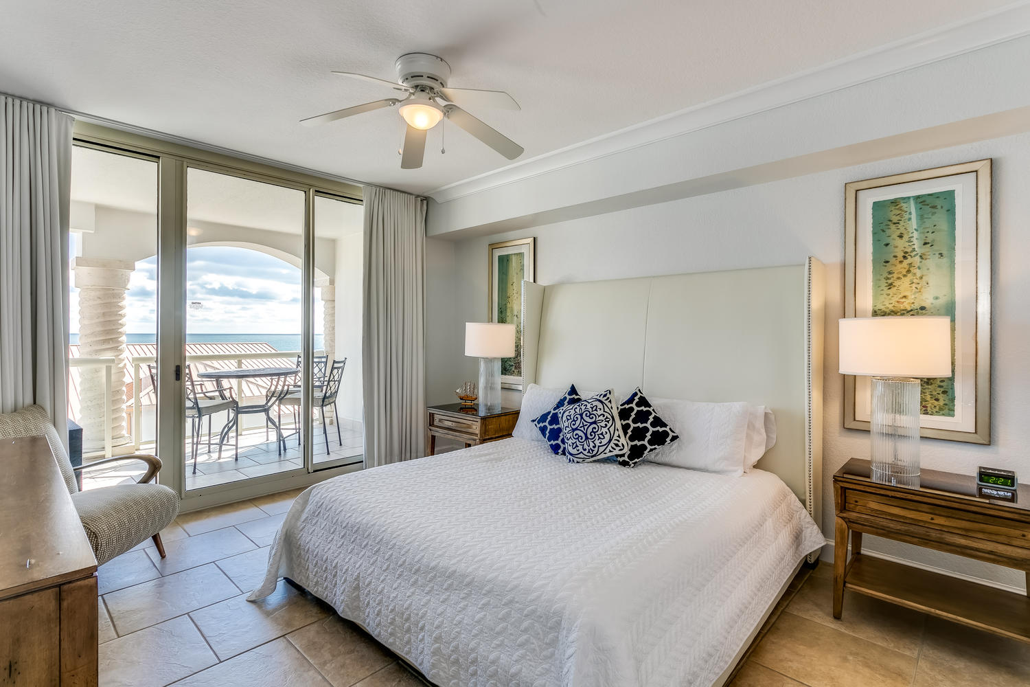 a bedroom  with gulf beach view