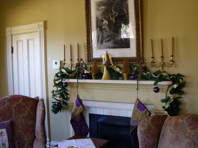 Photo of Senator's Room Mantel
