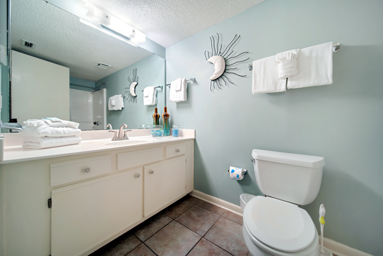 Guest Bathroom with Tub/Shower Combo