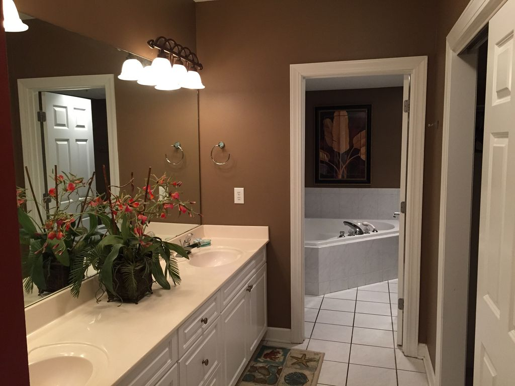 Master Bath with Double sinks, Jacuzzi Tub, Separate Glass Shower, Walkin closet