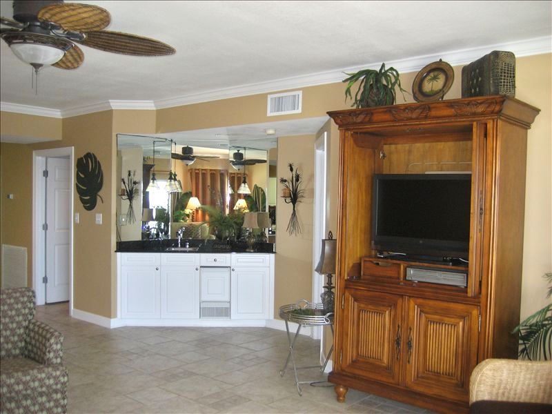 Large Flatscreen TV with DVD player & Stereo & Wet bar with wine cooler