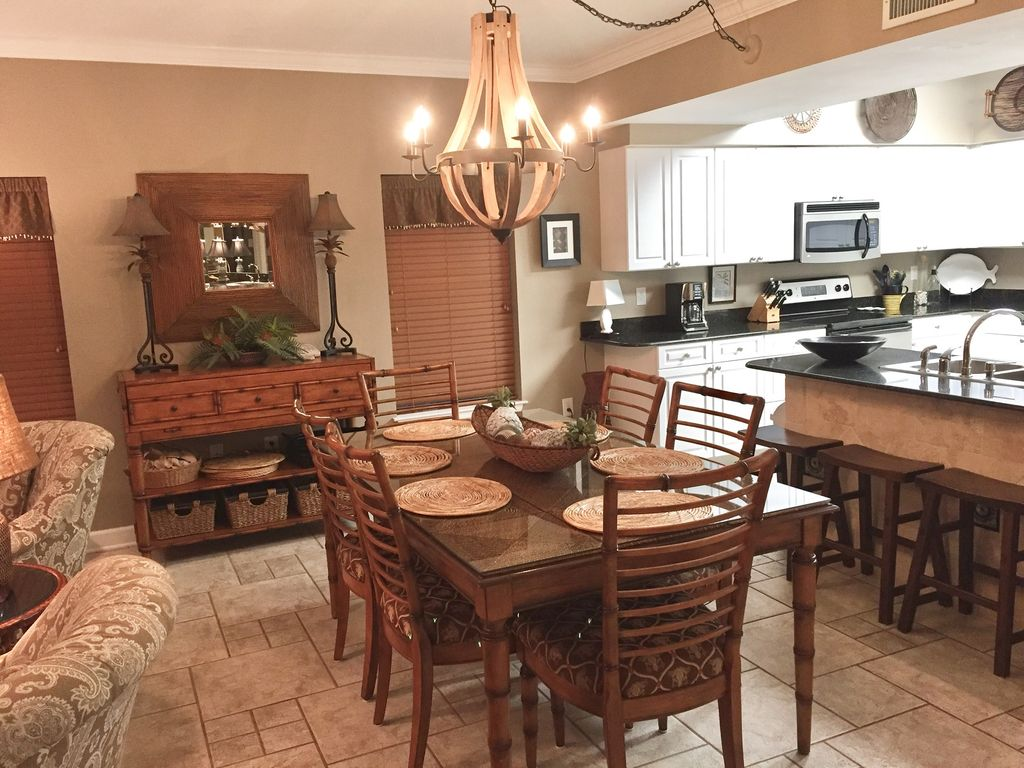 Dining with seating for 6 and additional Breakfast Bar with Seating for 4