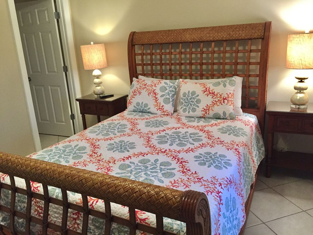 Queen Guest Room with Walk in Closet Large HDTV and DVD