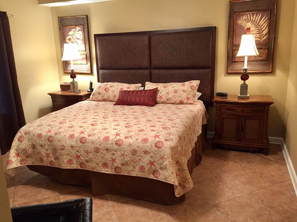 Guest Bedroom with comfortable King bed & private Bathroom