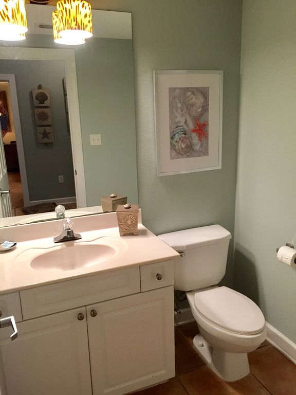 Half Bath in Gall for Drop-in Guests