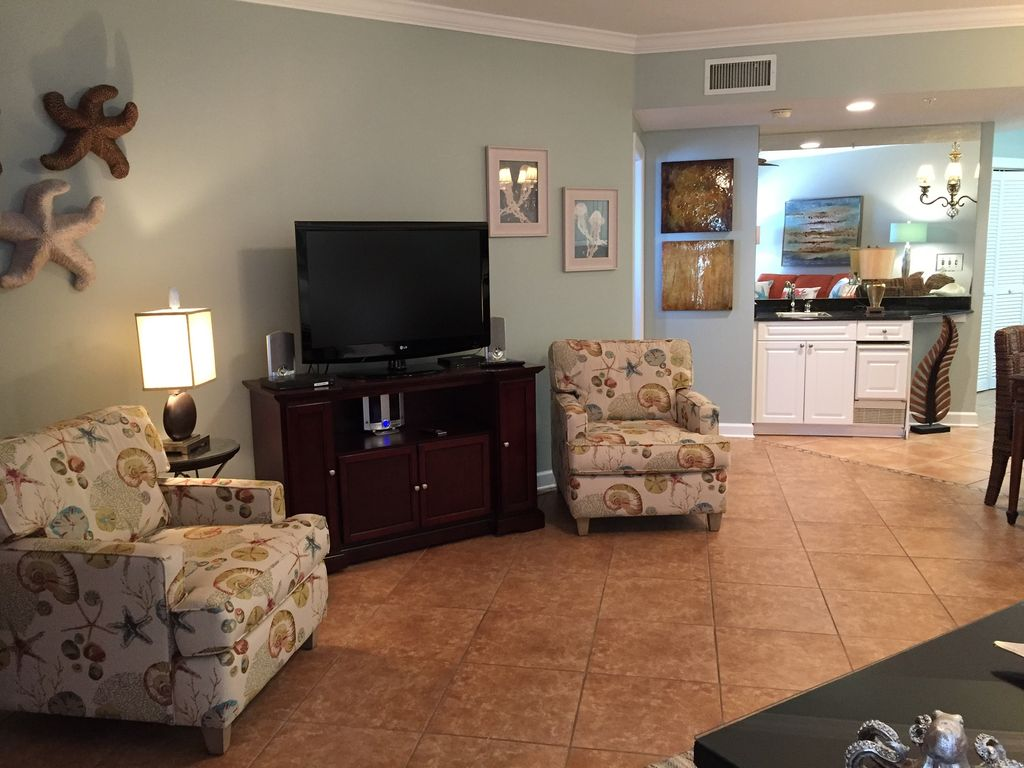 Living Room opens to Gulf Front Balcony - Separate Wet Bar