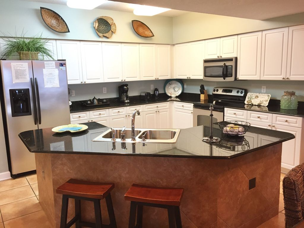 Fully Stocked Kitchen with Granite Breakfast Bar- Overlooks Gulf of Mexico
