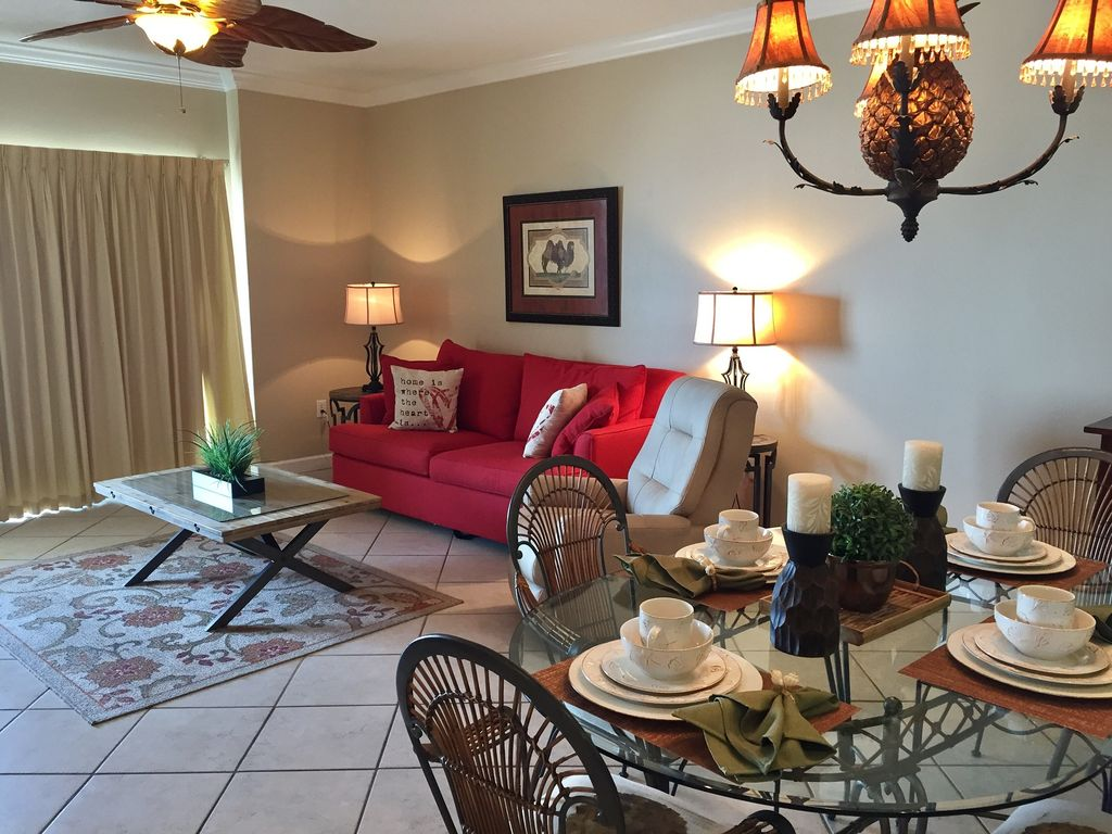 Spacious living room with Queen sleeper and recliner