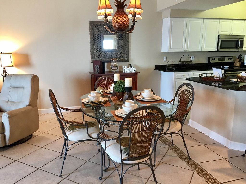 Dining with seating for 4