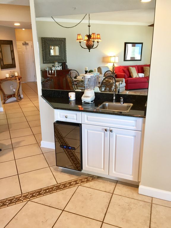 Wet Bar with wine chiller