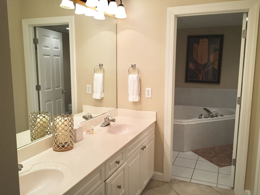 Master Bathroom with Double Sinks, Jacuzzi Tub and Glass Enclosed Shower