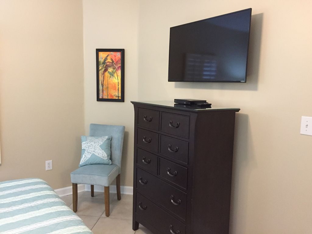 King Guest Bedroom with 40 inch TV and DVD Private Bath