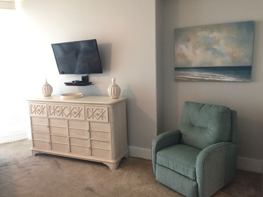 King Guest with Large HDTV and Bluray