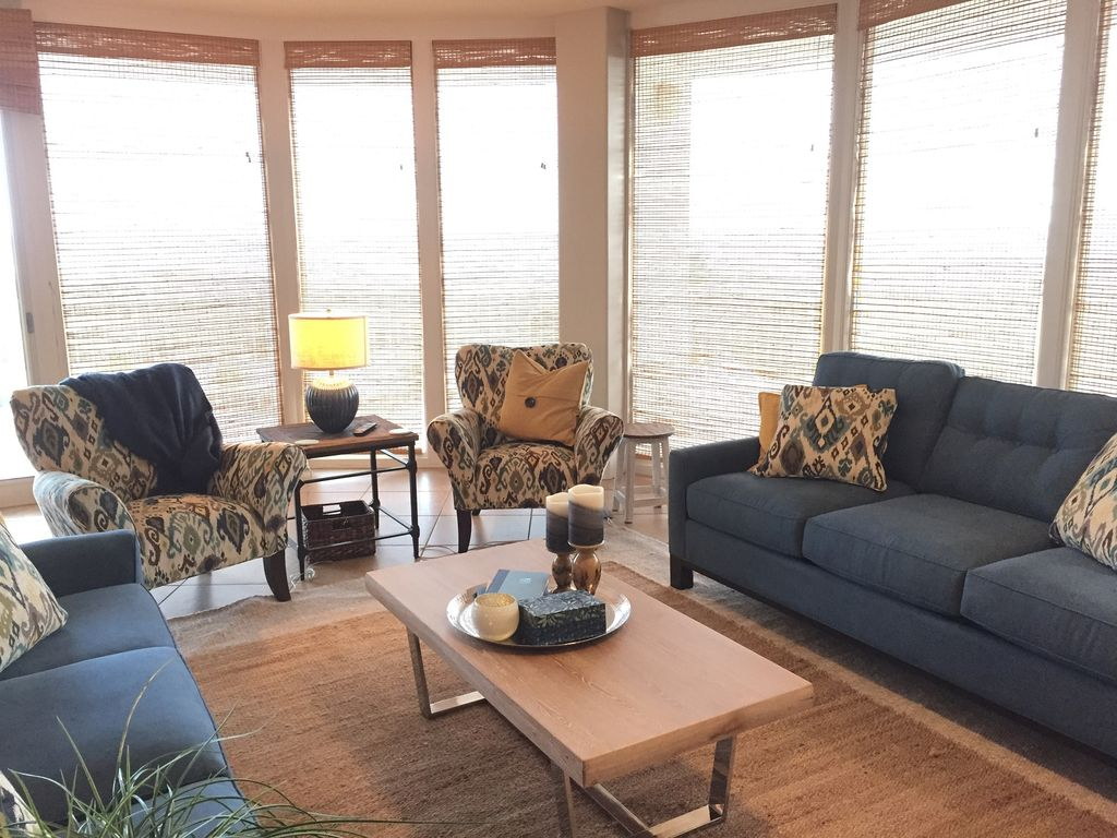 Living Room with 2 sofas and chairs