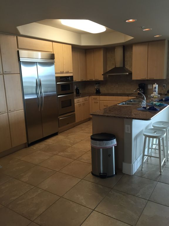 Large spacious Fully Stocked Kitchen with Breakfast Bar