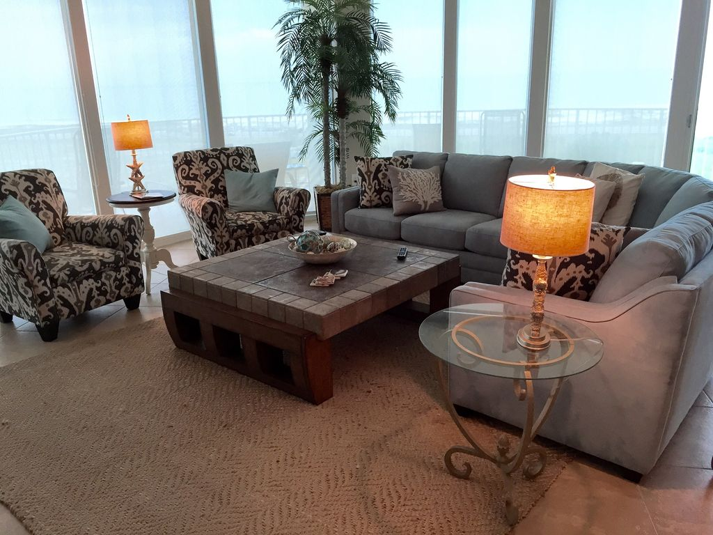 Awesome Panoramic views from spacious livingroom at Caribe