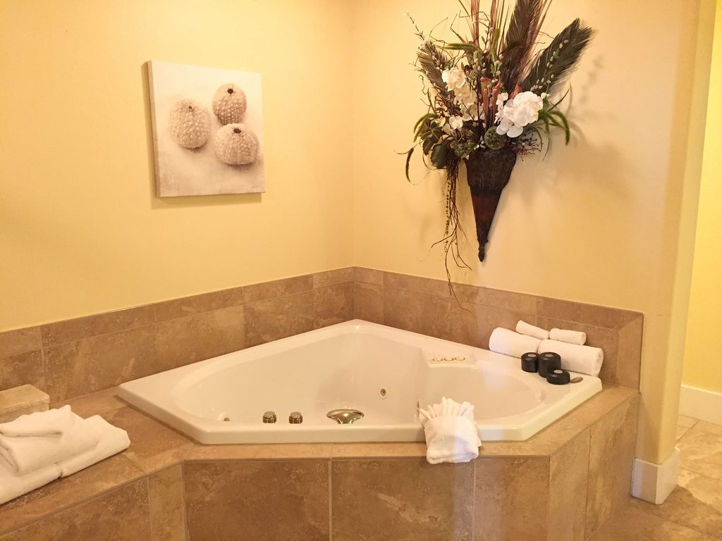 Caribe - master bath Jacuzzi tub