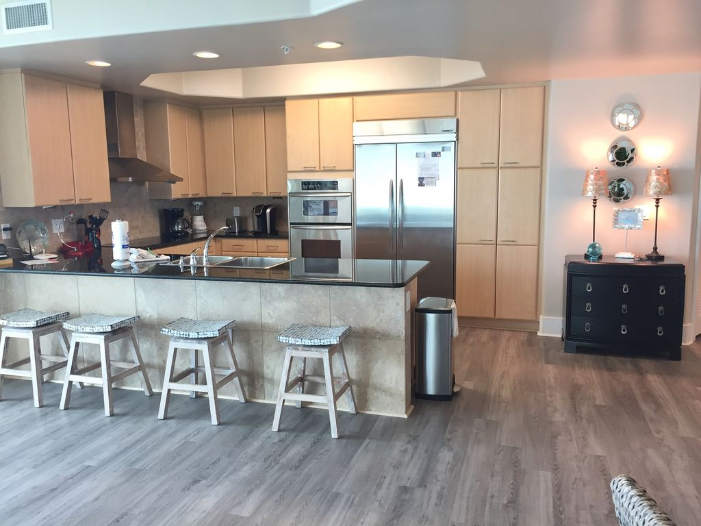 Caribe - Kitchen with breakfast bar and seating for 4