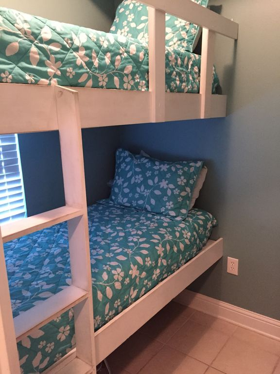 Bunk Room with HDTV and DVD