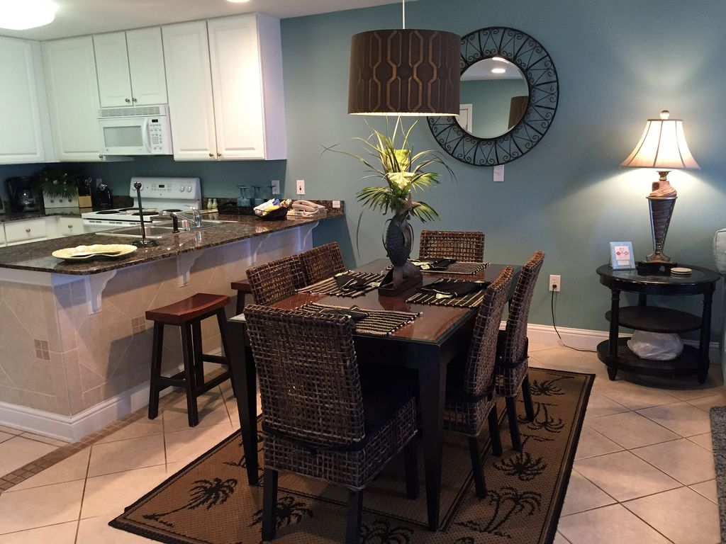 Dining Room with seating for 6, Granite Breakfast Bar with seating for 3
