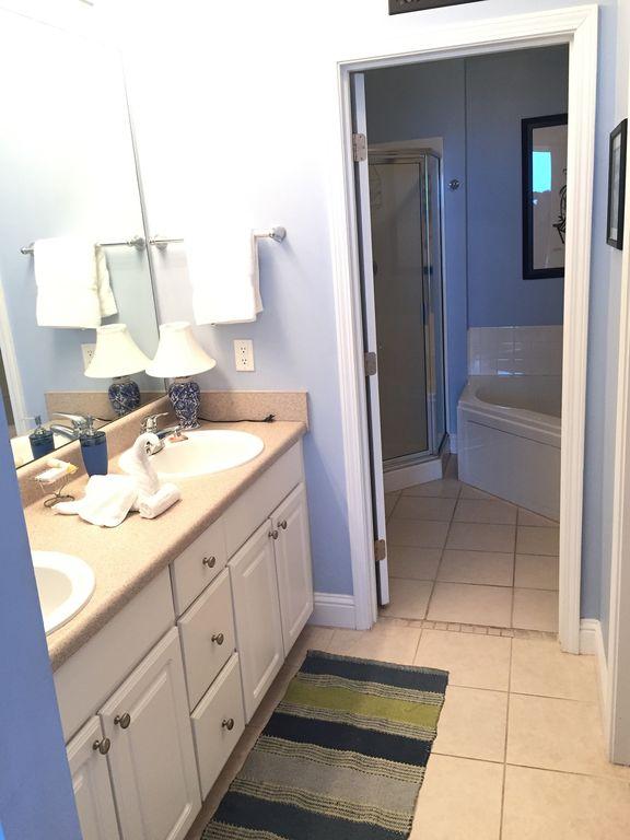 Lighthouse - Master Bath with Double Sinks & Walkin Closet