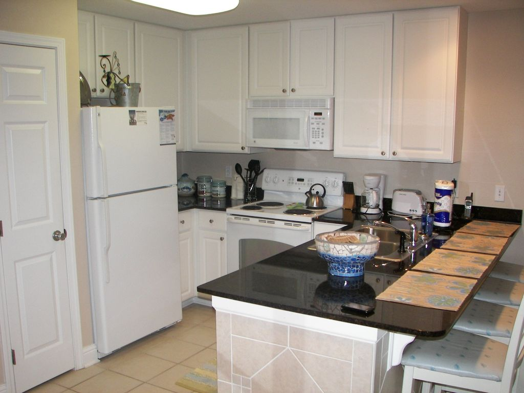 Lighthouse - Kitchen with Granite Countertops