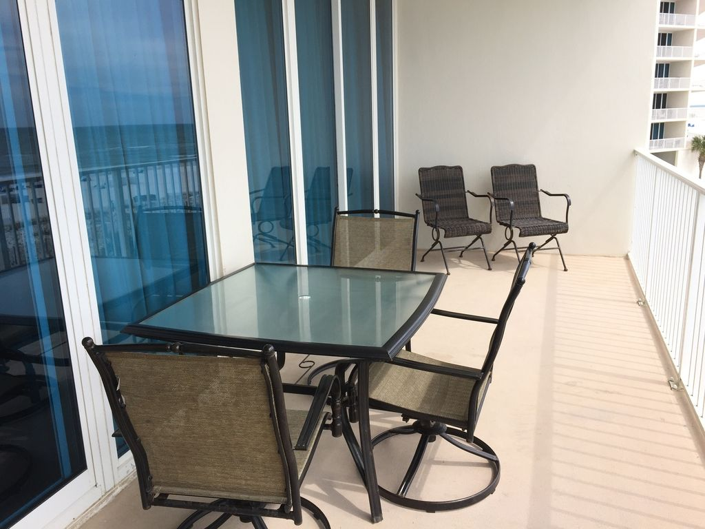 Large Gulf Front balcony with Table & 6 Chairs