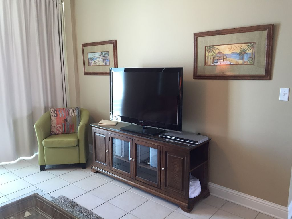 Spacious livingroom with large HDTV & DVD