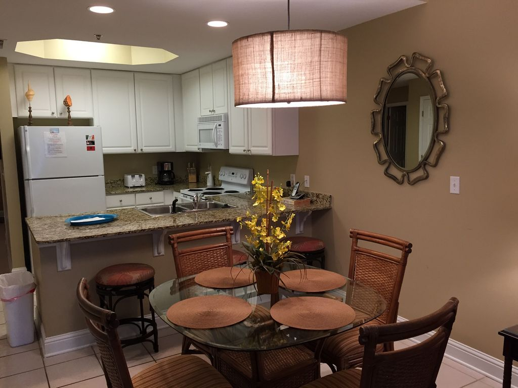 Dining with seating for 4  & breakfast bar with seating for 3