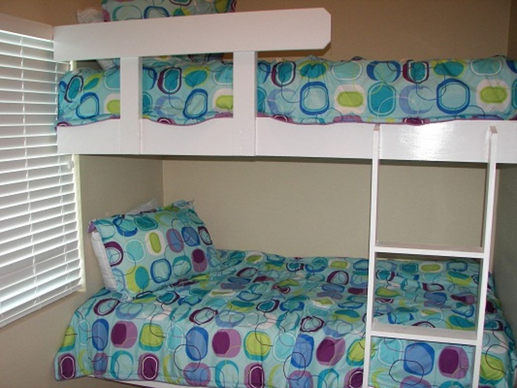 Lighthouse - Bunkroom with flat screen HDTV and DVD player