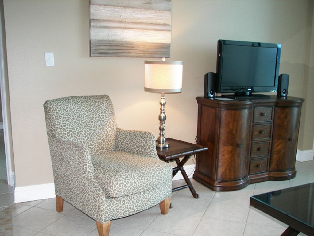 Lighthouse - Livingroom with flat screen HDTV, DVD, and stereo