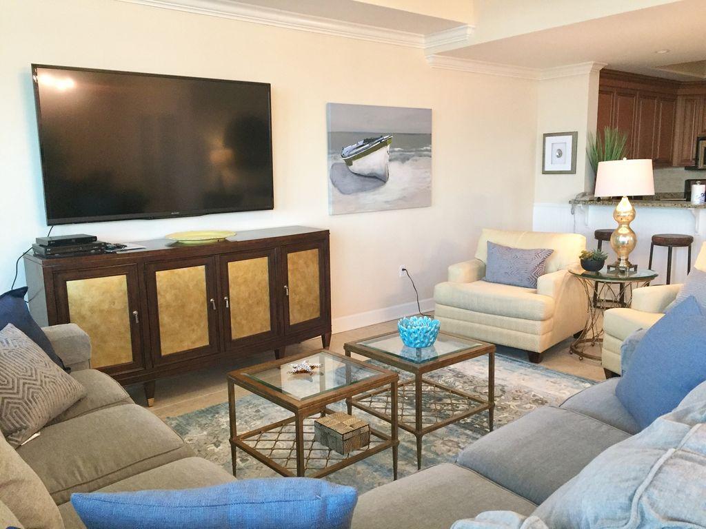 Spacious Livingroom at Phoenix West II