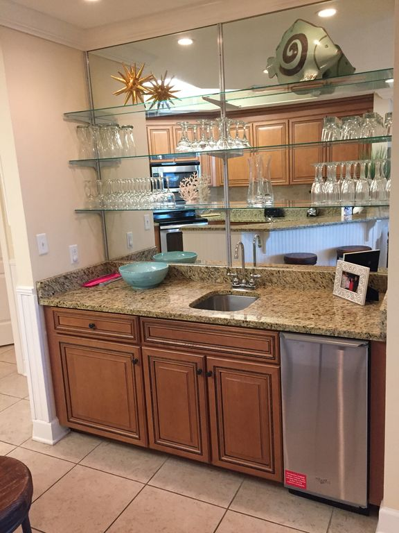 Wet Bar with Ice Maker