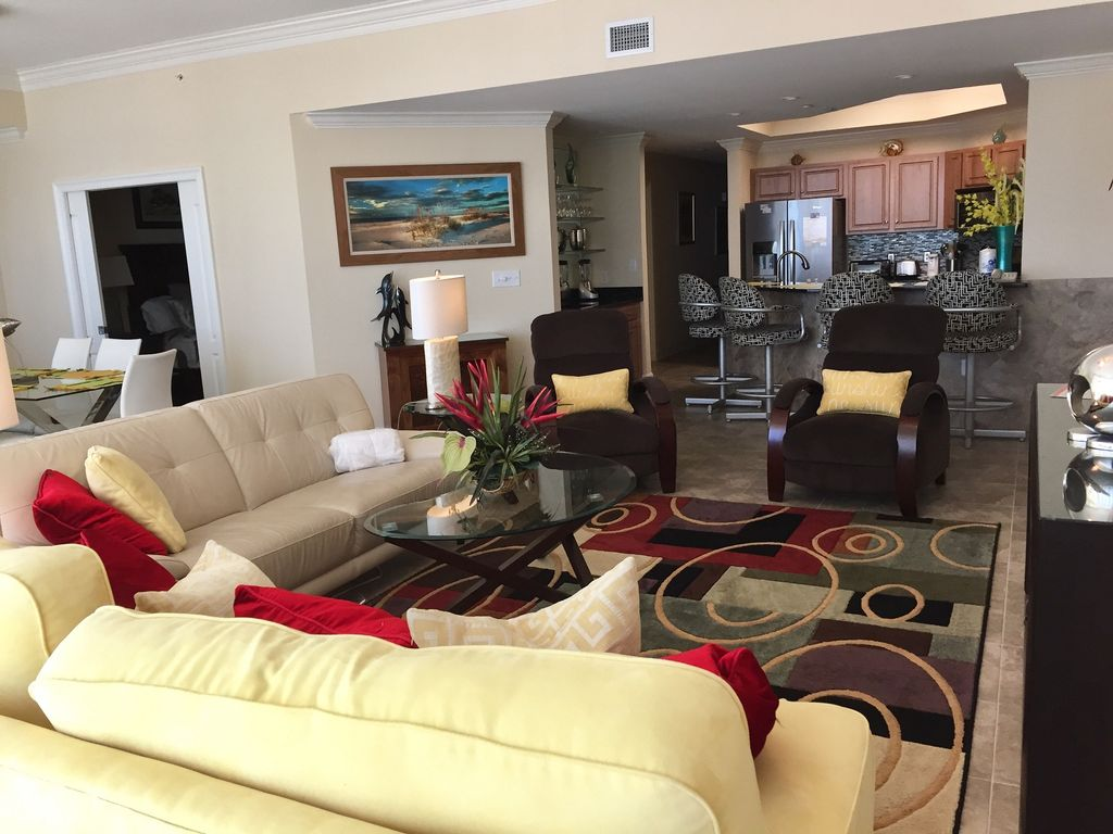 Spacious Living Room with Queen Sleeper Sofa and 2 Recliners