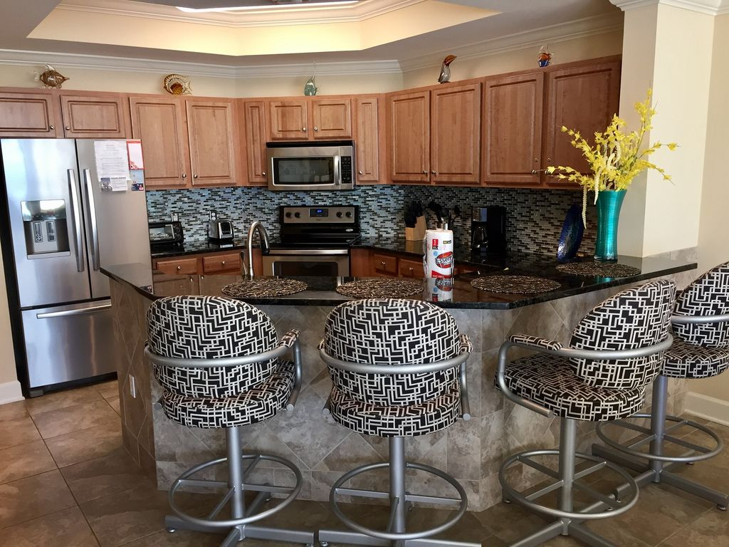 Fully Stocked Kitchen and Breakfast Bar with Seating for 4