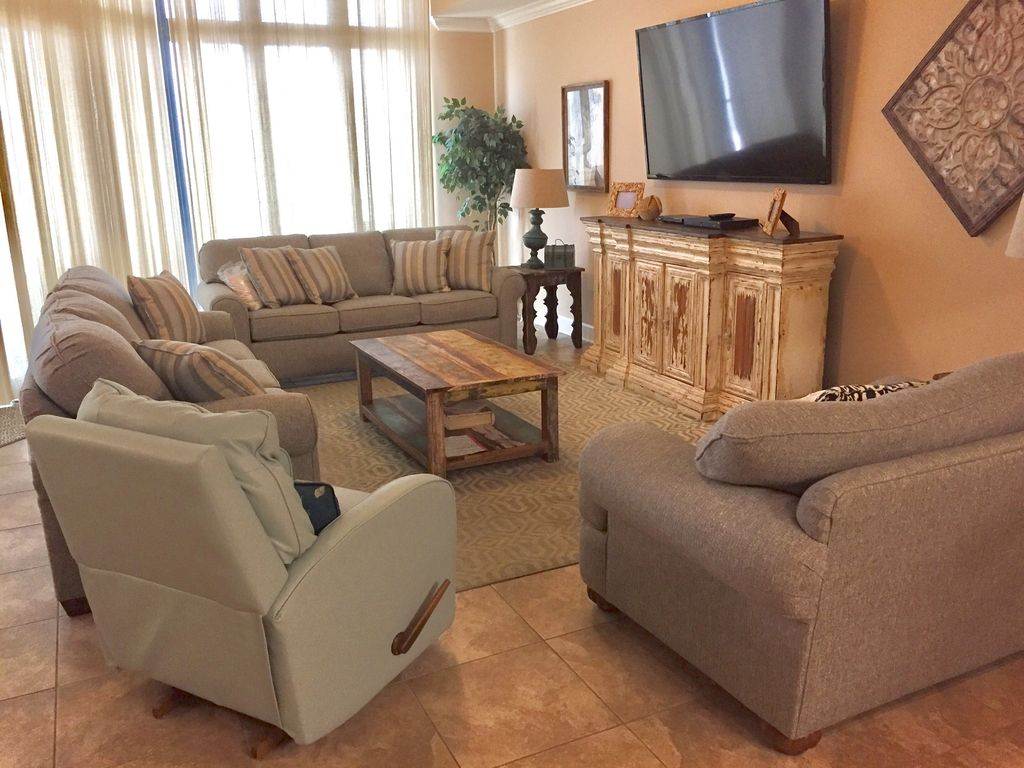 Gulf Front Living Room with Queen Sleeper & Plenty of Seating