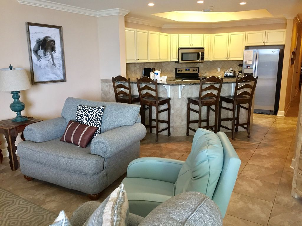 Fully Stocked kitchen with Breakfast bar & seating for 4