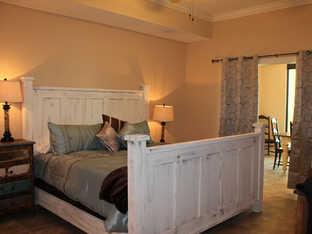 Master Suite with king size temper-pedic style mattress