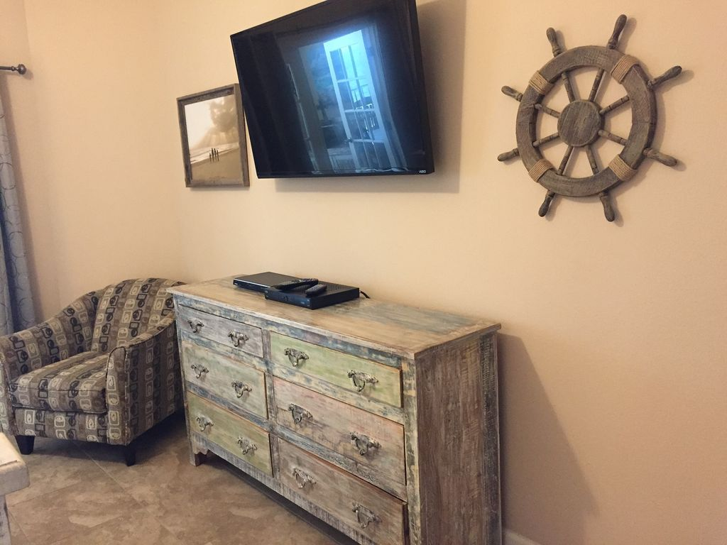 Master bedroom 42 inch Smart-TV with DVD